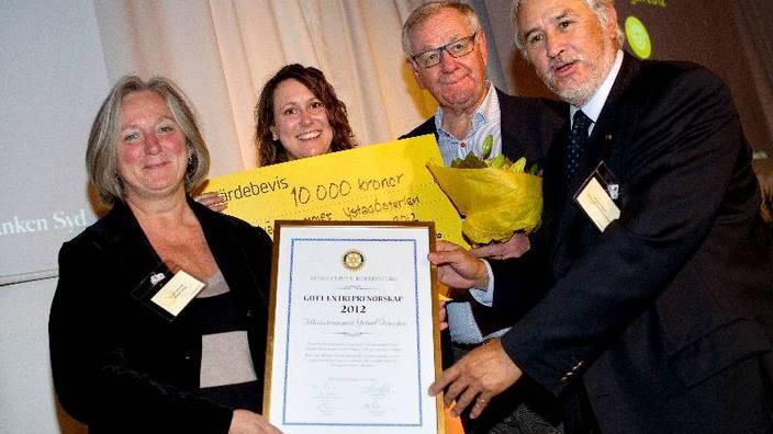 Gunnel Ottersten tilldelades tillsammans med sina kolleger pris för projektet Tillväxtrummet, ett utvecklingsprogram för unga entreprenörer.